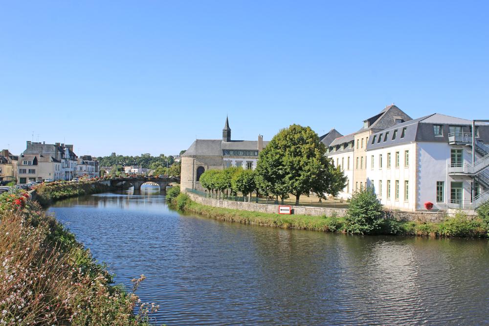 Hôtel Bureau avec bar situé dans une ville de 15 000 habitants en Bretagne centre, CA important