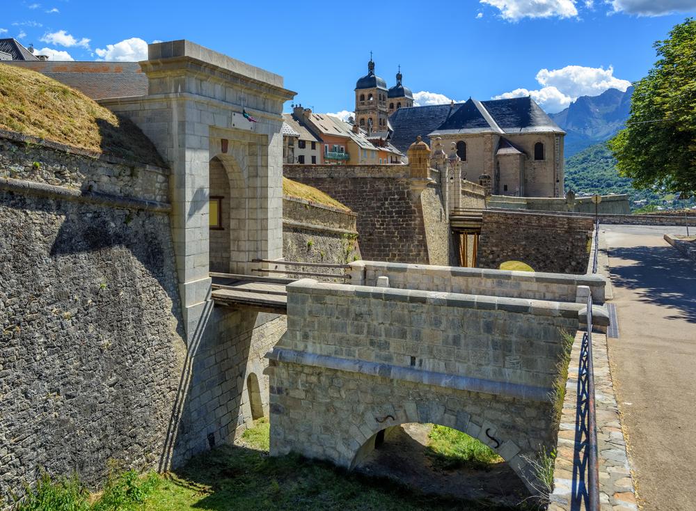 Hôtel à vendre en région PACA - Hautes Alpes. Hôtel sans restauration très bien situé